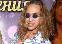 Стриптизер Сергей Глушко, более известный как Тарзан, рассказал следствию о домашнем видео, на котором он изменяет певице Наташе Королевой сразу с двумя любовницами