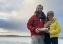 """Серферы нашли на побережье Ирландии """"капсулу времени"""", которую заложил в ледяную толщу экипаж российского атомного ледокола """"50 лет Победы"""", что разочаровало наших моряков - они-то думали, что капсулу найдут потомки"""