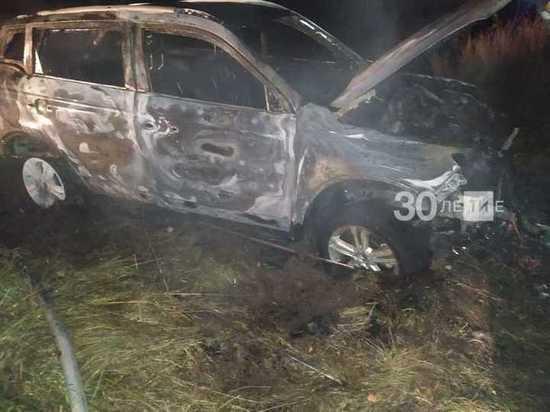 Татарстане иномарка вспыхнула и сгорела дотла при попытке выбраться из канавы