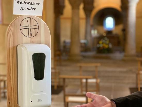 Германия: Немецкие церкви тестируют дозаторы святой воды