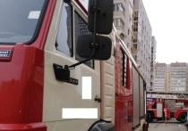 Из-за горящего мусора в Екатеринбурге эвакуировали жителей многоэтажки
