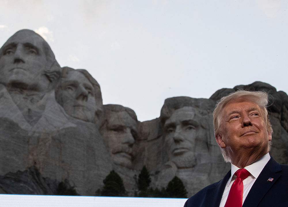 Чем запомнилось президентство Дональда Трампа: курьезы и странности в фото