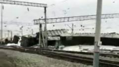 Под Новосибирском сошел с рельсов грузовой поезд