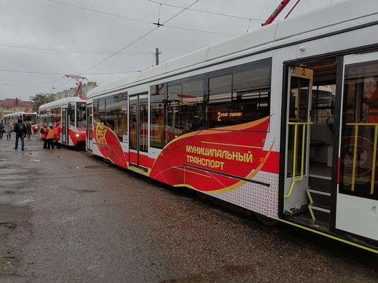 В Омске показали новые трамваи