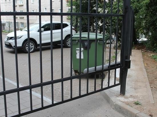 Жильцам одной из новостроек в Кирове некуда выбрасывать мусор