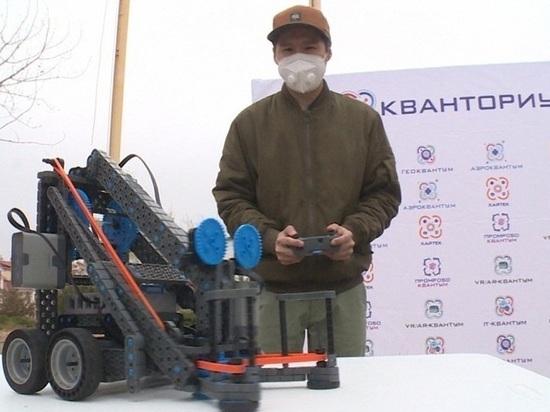 В Калмыкии заработал мобильный передвижной технопарк «Кванториум»