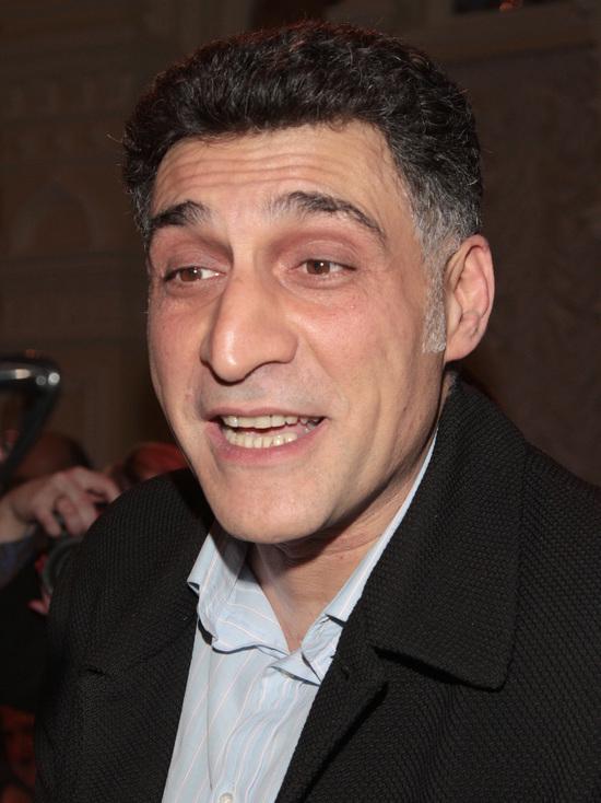 Кинорежиссер раскритиковал премьера Армении за мирный договор по Карабаху