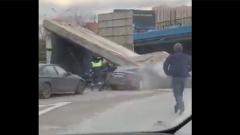 Олигархи стоят: перекрывшее Рублевку обрушение моста попало на видео