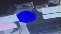 В Улан-Удэ разыскивают похитителя мобильника