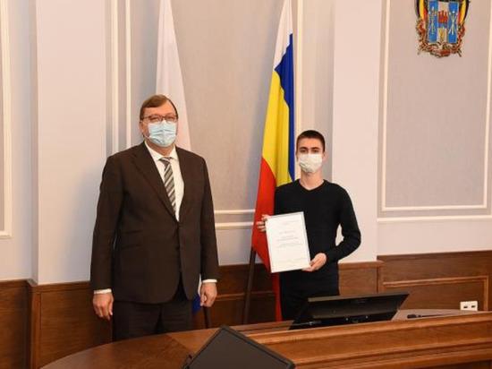 В донском парламенте наградили детей и подростков за героизм в опасных ситуациях