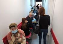 После длительного пребывания в маске люди начинают чувствовать дискомфорт. Основные причины назвала порталу NEWS.ru врач-терапевт Людмила Лапа.