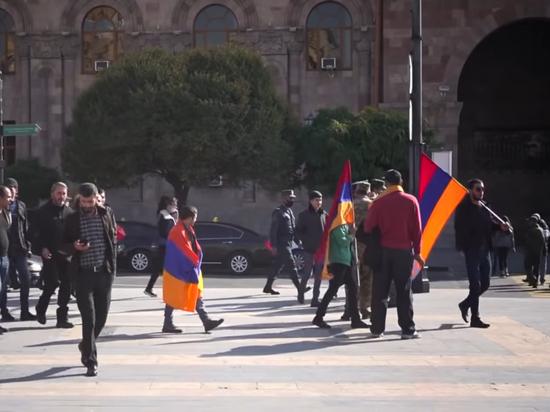 Власти Армении перекрыли все дороги в Ереван, в городе беспорядки