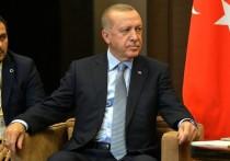 «Гражданин, вас тут не стояло! — Я полноправный участник-наблюдатель! — Ну и наблюдайте себе в сторонке» — подобный обмен репликами очень точно суммирует идущую сейчас дискуссию о роли, которую будет играть Турция в политическом переустройстве в Карабахе