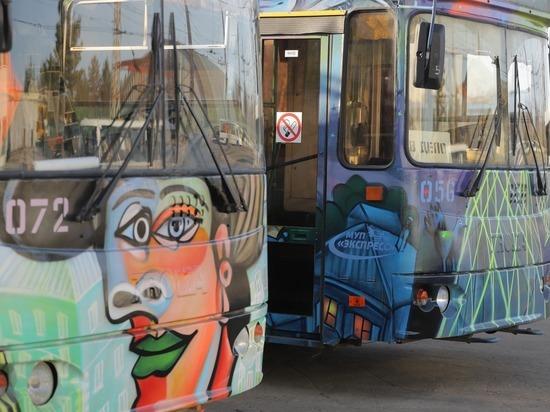 Граффити появились на троллейбусах в Дзержинске