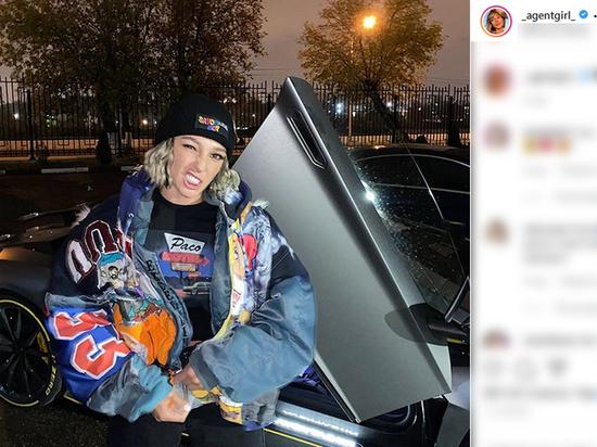 Блогер рассекает по Москве на шикарном Lamborghini