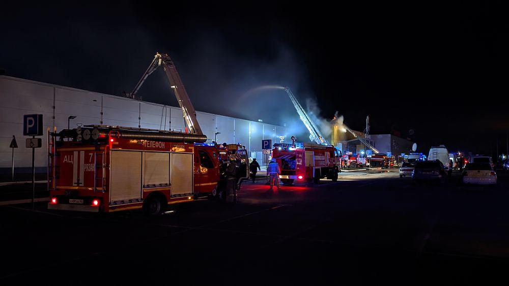 В Рязани загорелся ТРЦ «М5 Молл»: кадры с места пожара
