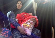 В рамках Международной конференции по возвращению сирийских беженцев домой прошла раздача гуманитарной помощи в лагере беженцев «Хирджилла» южнее Дамаска