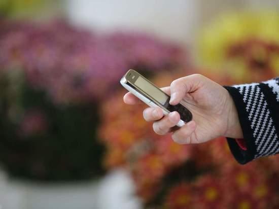 В Волгоградской области ветеранам выдают бесплатные телефоны