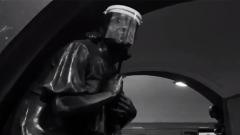 """Статуи в метро """"Площадь революции"""" одели в маски"""