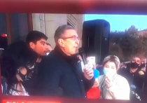 Главный редактор телеканала Russia Today Маргарита Симоньян опубликовала в своем телеграм-канале видео выступления одного из участников протеста в Ереване, где собравшиеся требуют отставки премьер-министра Никола Пашиняна после подписания мира с Азербайджаном по Карабахе