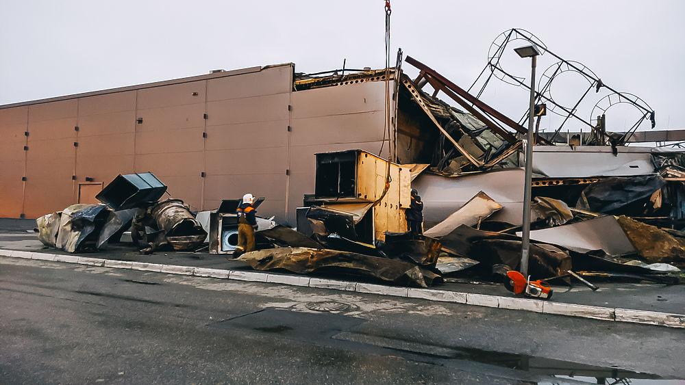 МЧС проводит разбор завалов ТРЦ «М5 Молл»: кадры с места пожара