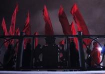Активисты «вернули» краснознаменную группу на екатеринбургскую Плотинку