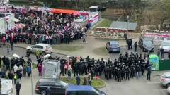Силовиков в Минске не пустили к стихийному мемориалу погибшему Бондаренко
