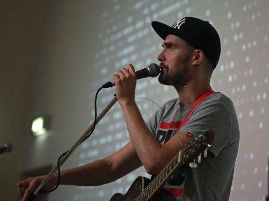 Музыканта кидает в разные стороны - от протестных песен к операм и лирическим зарисовкам