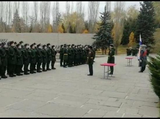 В Волгограде на Мамаевом кургане военную присягу приняли гвардейцы