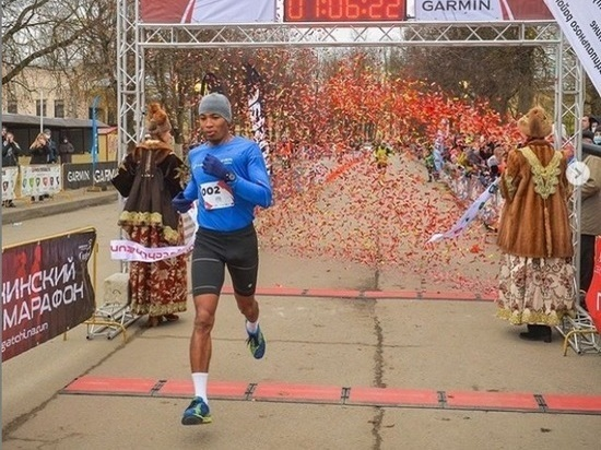 Якутянин Артур Бурцев установил рекорд Гатчинского полумарафона