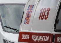 Тело врача нашли под окнами омской многоэтажки