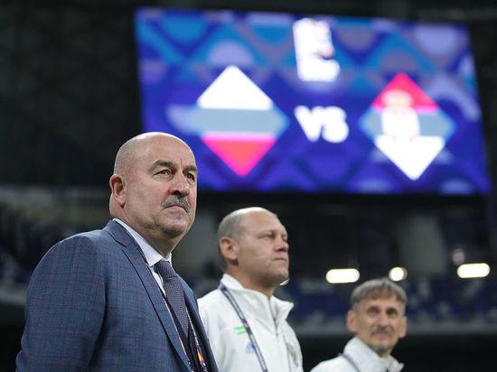 Сборная России после ничьей с Молдавией и поражения от Турции оказалась на грани вылета из первой двадцатки европейского рейтинга ФИФА. Это означает, что наша команда рискует получить крайне сложных соперников в отборе на чемпионат мира 2022 года, что может отбросить весь российский футбол далеко назад.