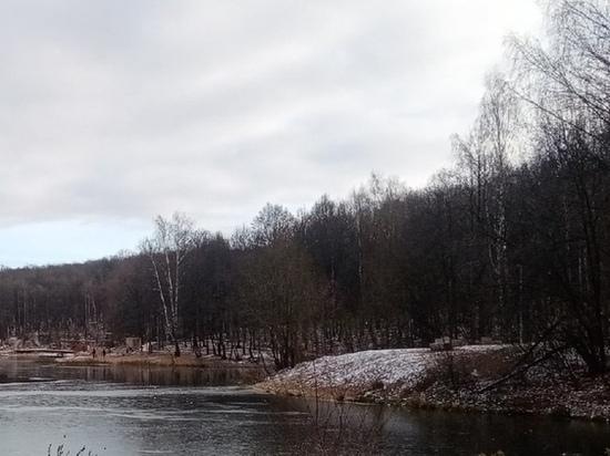 Мужчина утонул на озере Щелоковского хутора