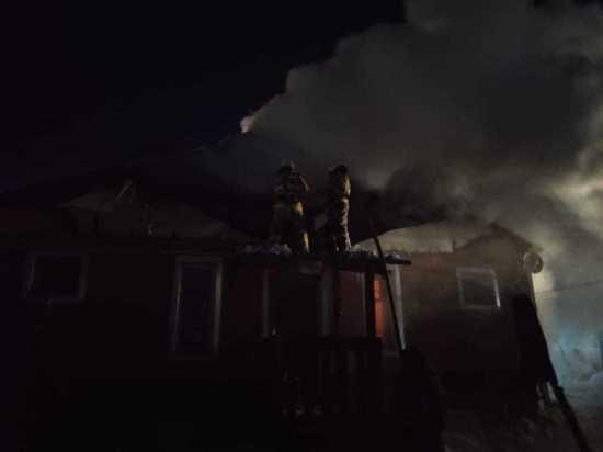 Якутские пожарные спасли жилой дом в селе Майя