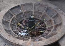 На Вечном огне в Екатеринбурге жарят зефир