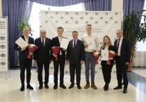 Мэр Новосибирска Анатолий Локоть вручил награды педагогам и учащимся образовательных учреждений за победу на Всероссийских конкурсах