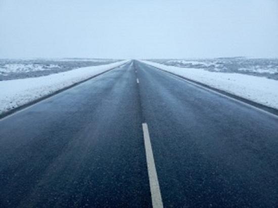 В Калмыкии на очистку федеральных автотрасс вышла дорожная техника