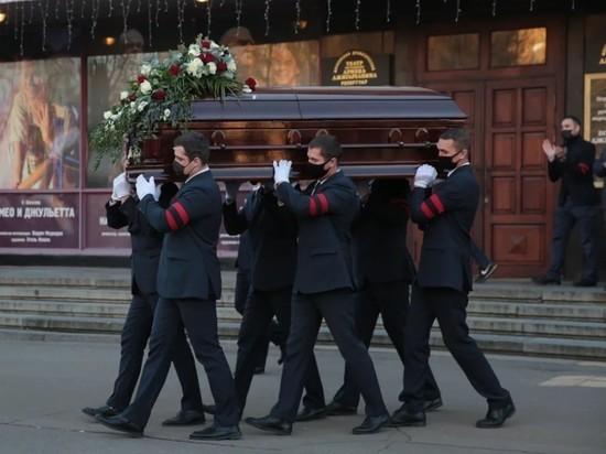 Джигарханян похоронен на Ваганьковском кладбище Москвы