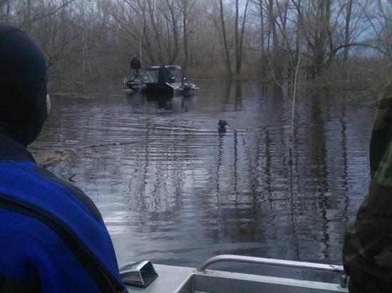 Лодка с двумя мужчинами перевернулась, спастись удалось только одному