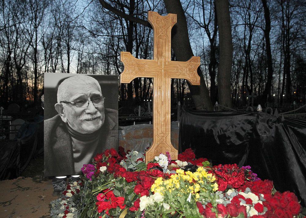 С Арменом Джигарханяном простились на Ваганьковском кладбище