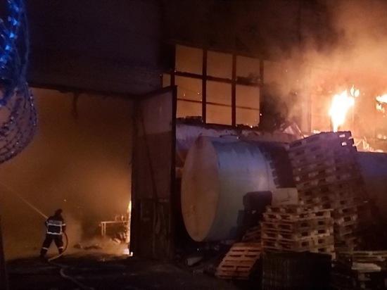 Ночью в Струнино горело производственное здание