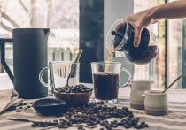Врач-эндокринолог, диетолог Алексей Калинчев рассказал радио Sputnik, в каких случаях пить кофе вредно для здоровья