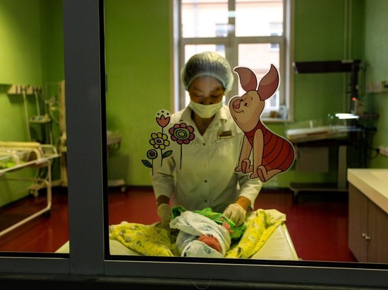 """Роддом в """"красной зоне"""": как врачи помогают роженицам с ковидом"""