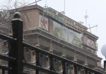 На штабе ЦВО незаконно раскрасили «сталинский» фронтон