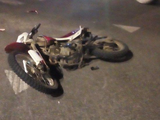 """Двое на мотоцикле получили переломы после ДТП с """"Камазом"""" под Калугой"""
