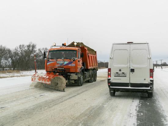 Трассы Волгоградской области расчистили после обильного снегопада