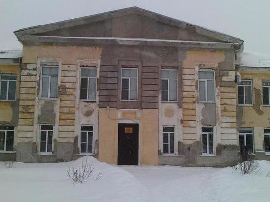 Новосибирскую школу проверят после толпы детей в раздевалке