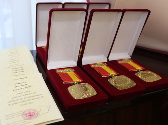 Министр строительства Чувашии вручил награды ветеранам отрасли