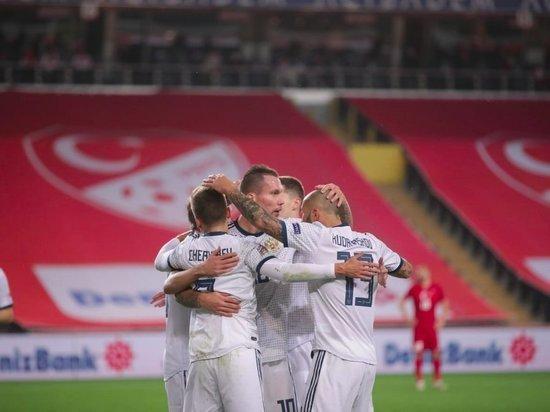 Сборная России проведет матч с Сербией в белой форме