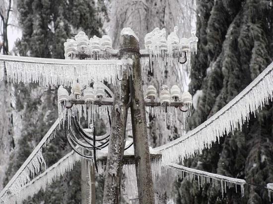 В Калужской области четыре района остались без света из-за ледяного дождя